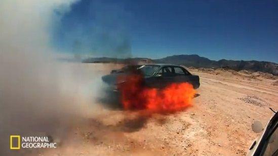 車 ガソリン 爆発に関連した画像-07
