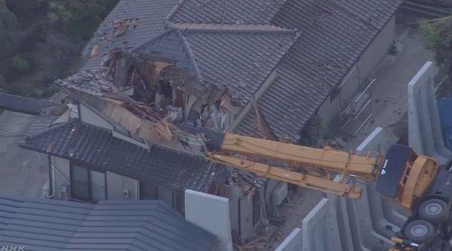 大型クレーン 横転 住宅破壊に関連した画像-05