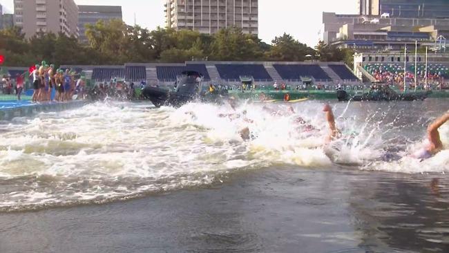 東京五輪 トライアスロン スタート ボート 嘔吐 汚水に関連した画像-06