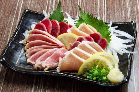 【注意】「鶏刺し」や「鶏生レバー」といった鶏の生肉料理に食中毒が多発! 新鮮でも危険だと厚生労働省が注意喚起!