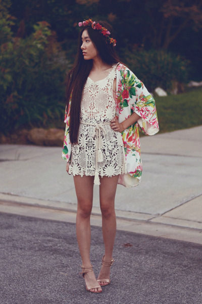 crochet-awwdore-dress-floral-kimono-lovers-friends-cardigan_400