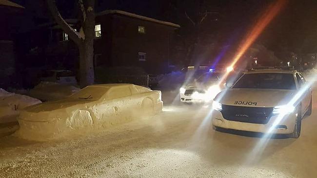 雪かき 車 雪像 警官に関連した画像-05