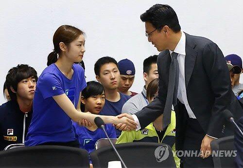 ポケモン ソード・シールド サイトウ 韓国 握手 朝鮮 ジムリーダー 炎上 モーションに関連した画像-07