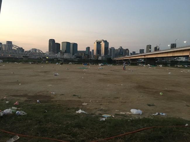 淀川花火大会 河川敷 ゴミ マナーに関連した画像-03