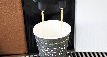 【やっちゃった】コンビニで100円コーヒーのカップを買い、こっそり150円のカフェラテを注いだ男性、とんでもないことになってしまう