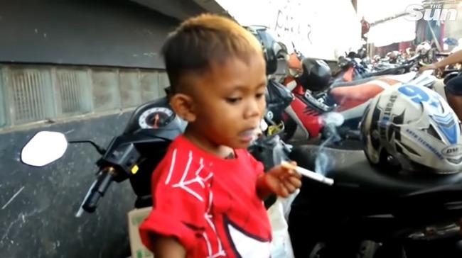 2歳児 喫煙 インドネシアに関連した画像-01
