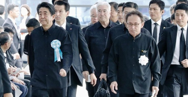"""安倍総理、""""沖縄慰霊の日""""の式典で挨拶するも壮絶なヤジを飛ばされてしまう"""