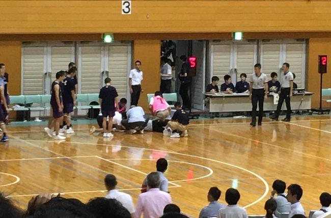 高校のバスケットボール大会で延岡学園の留学生が審判を殴り没収試合に!審判は流血し担架で搬送