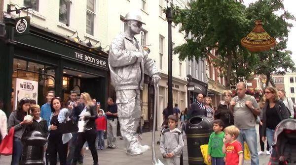 ロンドン ストリートパフォーマー シルバーマンに関連した画像-01
