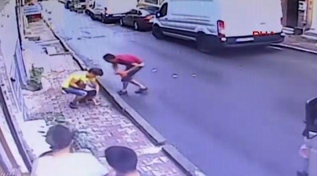 女の子 少年 転落 キャッチ トルコに関連した画像-05