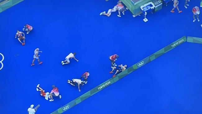 東京五輪 トライアスロン スタート ボート 嘔吐 汚水に関連した画像-07