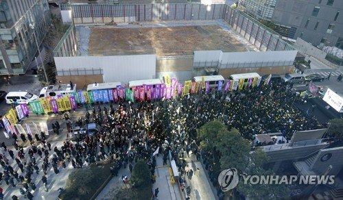 韓国 日本製品 不買 ビール ポカリスエット デモ 日本大使館 空き地に関連した画像-04