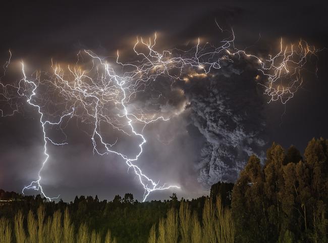 写真 神々しい 火山噴火 稲妻 火山雷に関連した画像-07