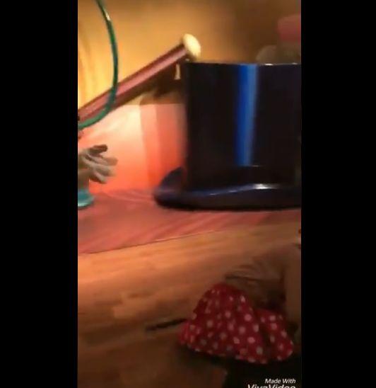 ミッキー キス 女子 神対応 ディズニーに関連した画像-06