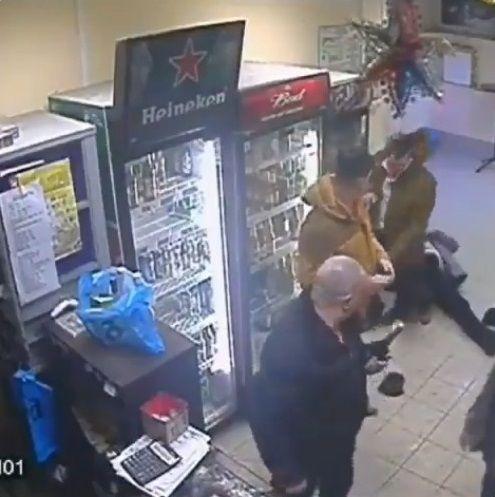 ロシア 女性店員 右ストレートに関連した画像-09