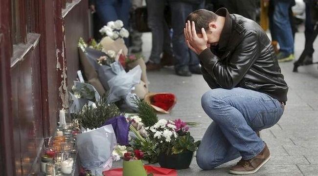 パリ同時テロ SEALDsに関連した画像-01