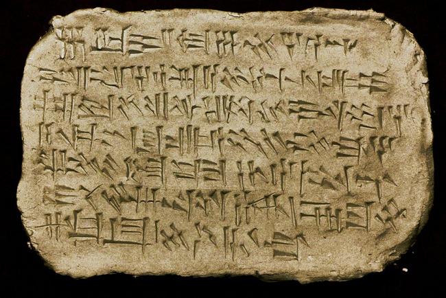 ツイッター メッセージ くさび形文字 楔形文字 翻訳 粘土板 刻印 サービスに関連した画像-01
