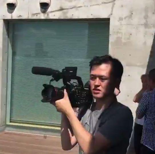 バルセロナ ピケ 炎上 サッカーボール 高層ビル に関連した画像-10