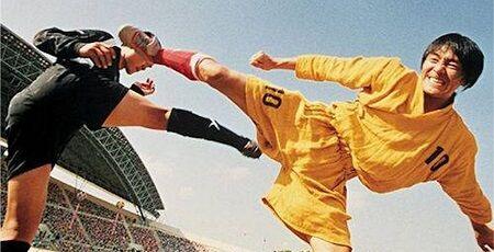 【やばすぎ】中国さん、サッカーの試合なのにカンフーを日本に決めてしまう