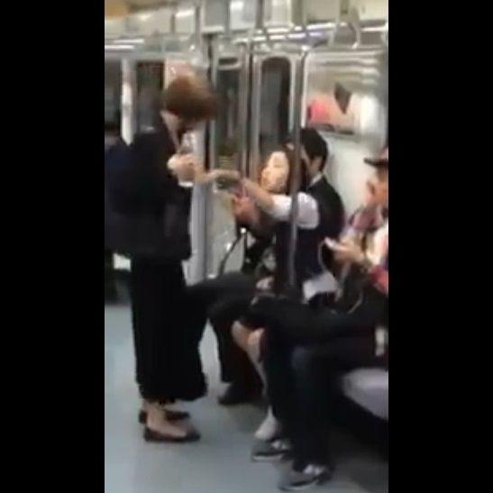 電車 水を飲みたい女 水を飲ませたくない女に関連した画像-03