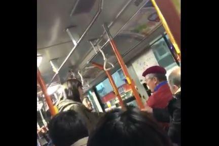 バス 老害 子供 迷惑 引きずり下ろす 年寄りに関連した画像-01