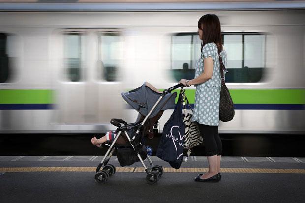 ベビーカー ママ 母親 新幹線 電車に関連した画像-01