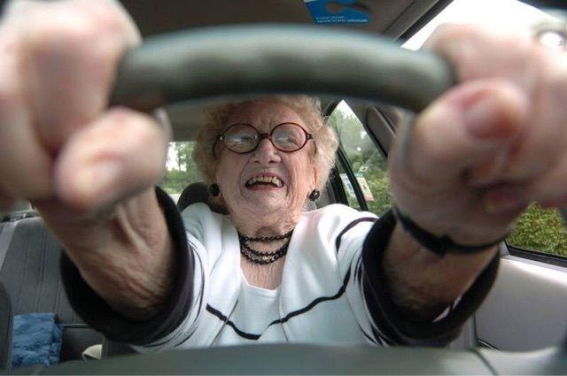 車 ハンドル 握る位置に関連した画像-01