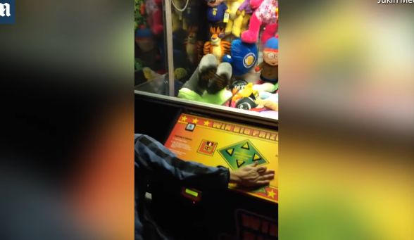 女の子 クレーンゲーム 隠しもの 人間に関連した画像-05