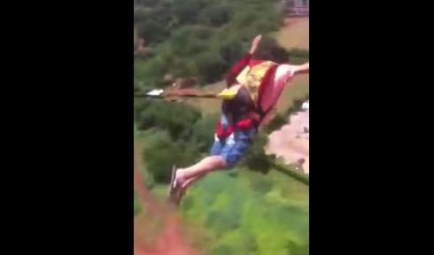マンション 動画 通販 パラシュート 飛び降り 批判 号泣 家族に関連した画像-01