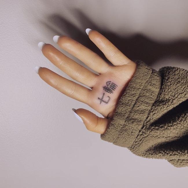 アリアナ・グランデ 7rings 七輪 タトゥー 入れ墨に関連した画像-02