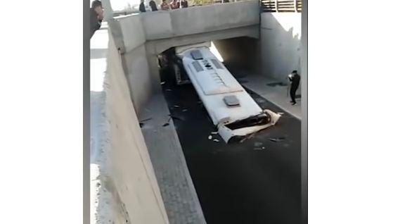 バス 運転手 遅刻 ショートカット 事故 トンネルに関連した画像-04