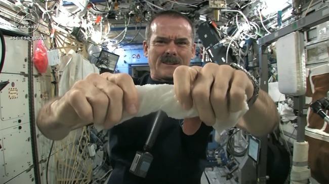 宇宙 濡れタオル 絞る プルプル 実験に関連した画像-01