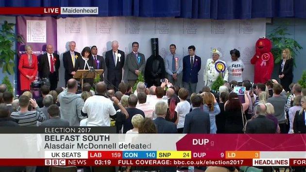 英国総選挙 バケツヘッド卿 多次元空間 使者 皮肉 バケツに関連した画像-04