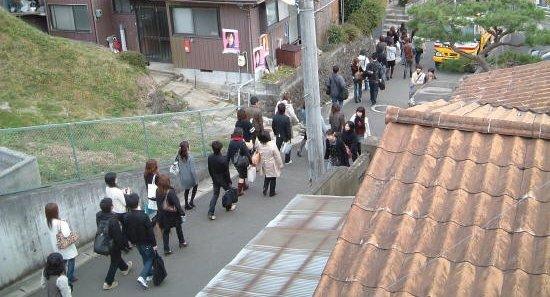 大学 通学路 騒音トラブルに関連した画像-01