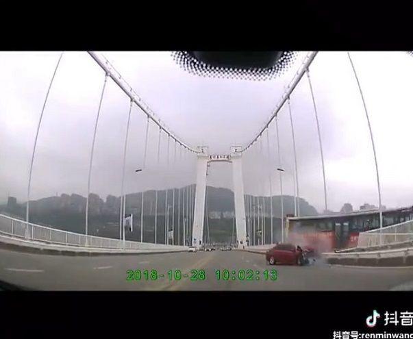 中国バス 橋 転落に関連した画像-07