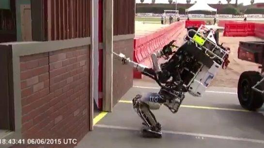 二足歩行ロボット ドア バトルに関連した画像-04
