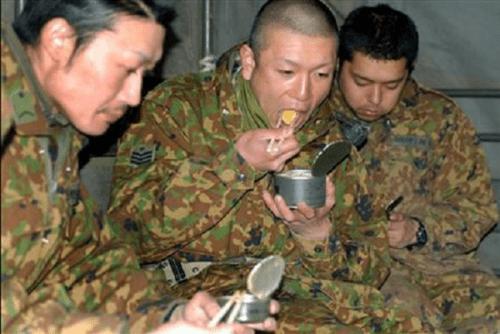 自衛隊 災害 被災地 食事 炊き出し 缶詰 左翼 クレーマーに関連した画像-03