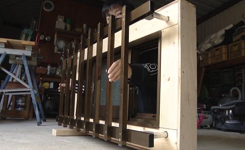 【革命?】中学生が京アニ放火事件を見て発案した「緊急時に室内から外せる窓の格子柵」が話題に!業界関係者も「到底思いつかなかった」と驚愕
