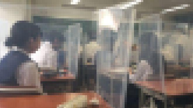 コロナ禍 女子高生 高校生 授業 黒板に関連した画像-01