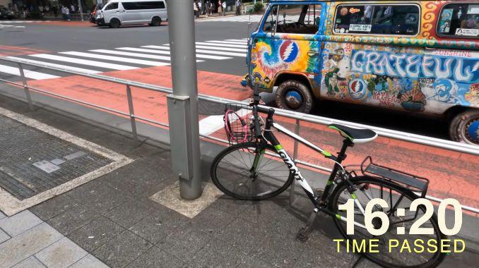 外国人 ユーチューバー 日本 安全 検証 財布 落とす 自転車 放置に関連した画像-07