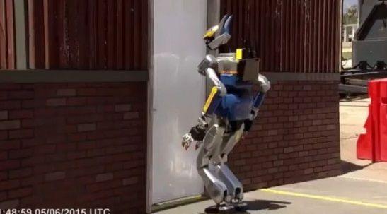 二足歩行ロボット ドア バトルに関連した画像-06