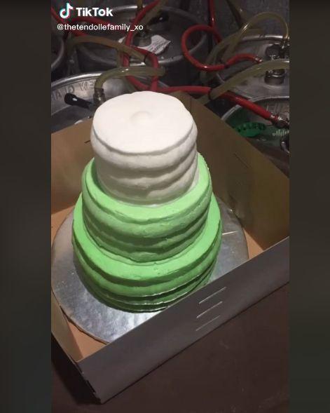 ウェディングケーキ ケーキ TikTokに関連した画像-04