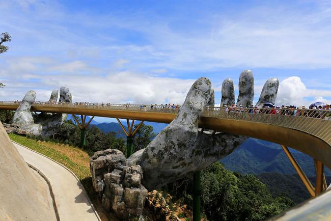 ベトナム ゴールデンブリッジ 石の手 観光に関連した画像-05