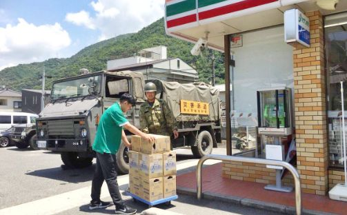 自衛隊 コンビニ 輸送 安倍首相 西日本豪雨に関連した画像-01