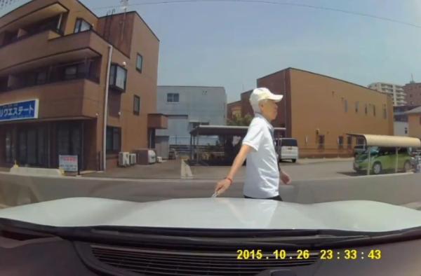 老害 車 カッター 傷 ドラレコに関連した画像-04