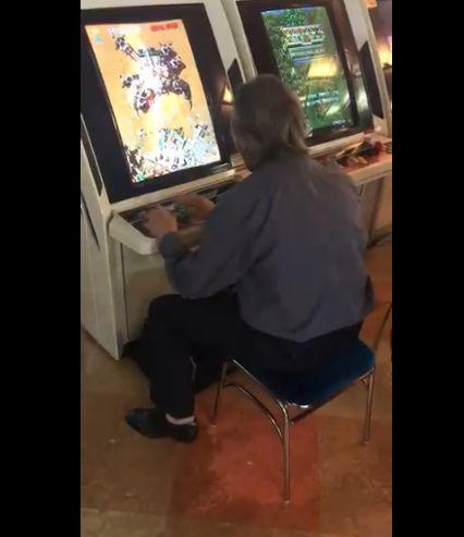 ゲーセン ゲームセンター シューティングゲーム お爺さん フリーズ リセットに関連した画像-02