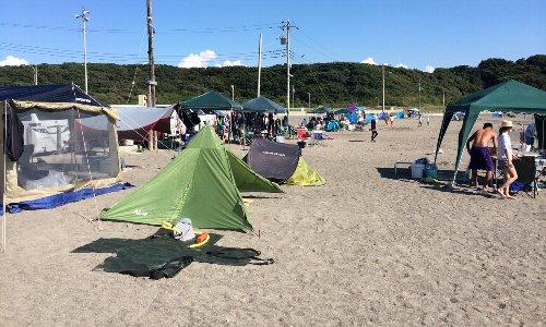 【酷すぎる】砂浜に埋められたBBQ用の炭で小2男児が両足を大火傷、火が付いたまま放置するとか正気かよ…