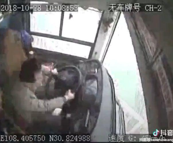 中国バス 橋 転落に関連した画像-05