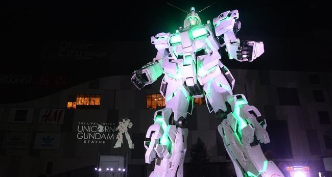 【動画】正式にお披露目された実物大ユニコーンガンダム、内山昂輝さん(バナージ)の声で起動する様子が最高に熱い!!