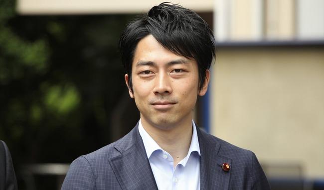 小泉進次郎環境大臣、夜の散歩で愛犬のおしっこを放置して帰るところをフライデーされてしまう・・・